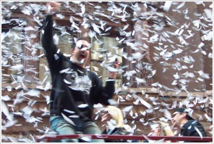 http://thebsreport.files.wordpress.com/2009/06/ticker-tape-parade.jpg