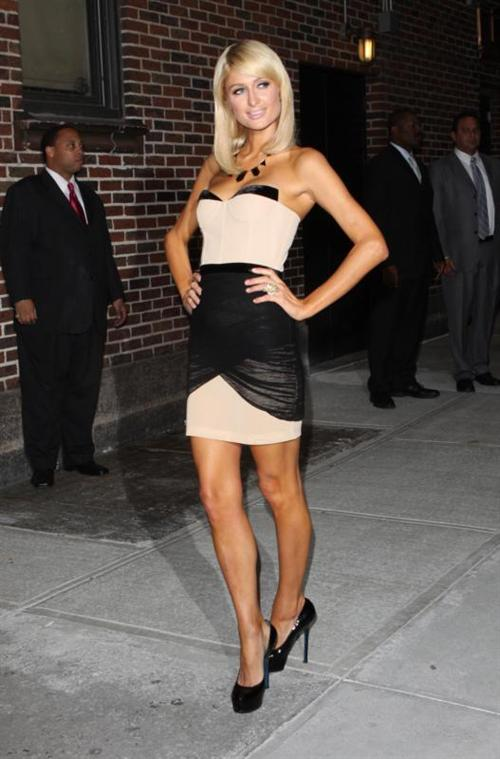 http://thebsreport.files.wordpress.com/2010/06/paris_hilton_visits_61e71.jpg?w=500&h=759